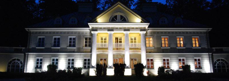 Pałac Śmiłowice nocą